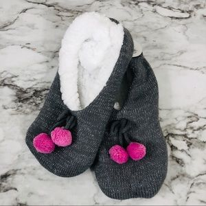 Shoes - Women's Plush Grey Knitted Slippers Size M/L NWT